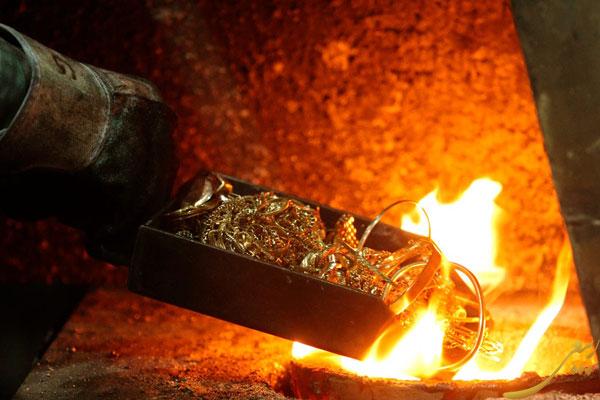طلای آب شده چیست و چگونه می توان آن را تهیه کرد؟, news, طلای آب شده چیست و چگونه می توان آن را تهیه کرد؟