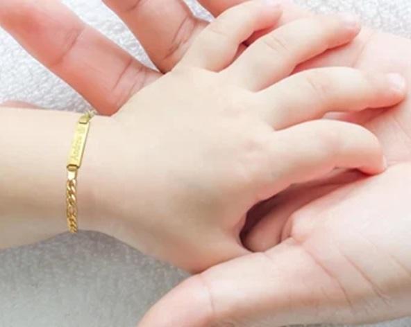 خرید طلا برای نوزاد