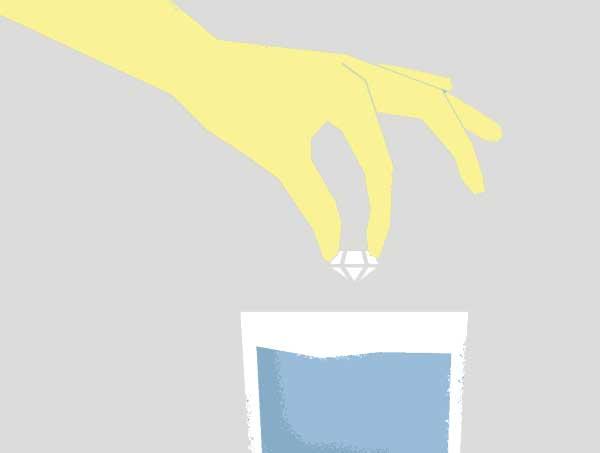 تست شناوری در آب برای تشخیص الماس اصل از تقلبی
